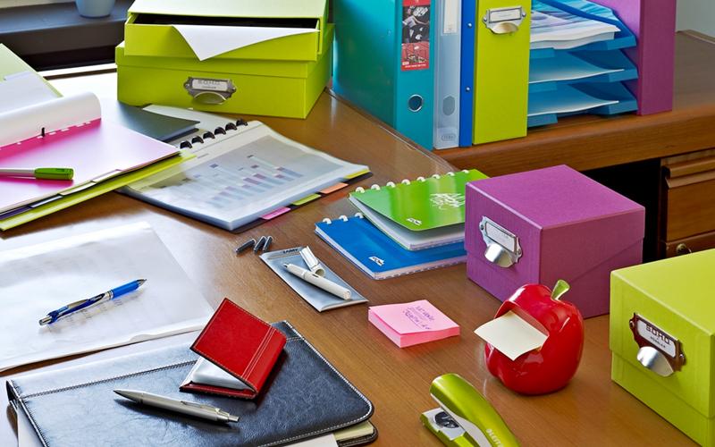 Fournitures matériels mobiliers et décoration de bureau